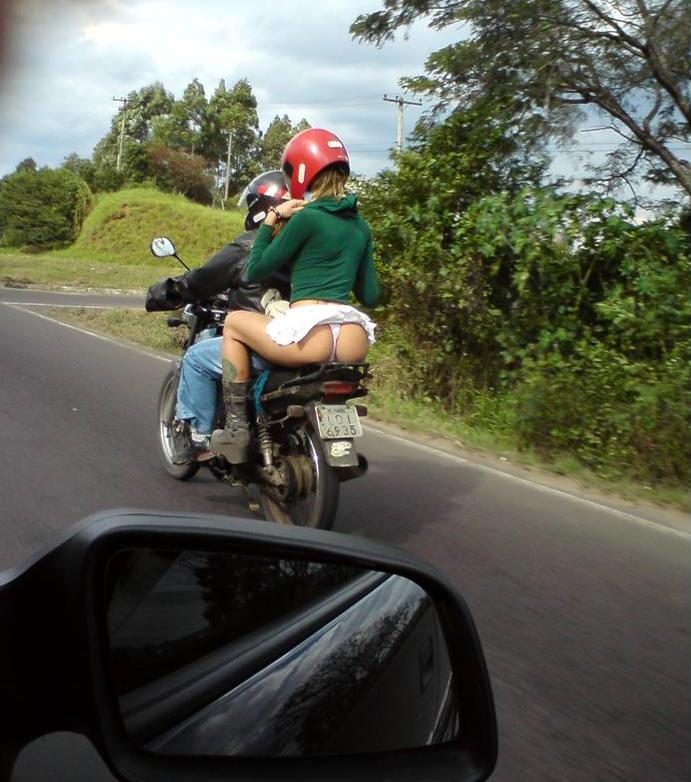 Mulheres de garupa na moto, gostosa de carona na moto, babes on bike, Women on bike,woman on the bike ride,babe on the back of the bike.